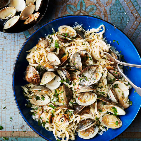 Linguine With Broiled Garlic and Clams