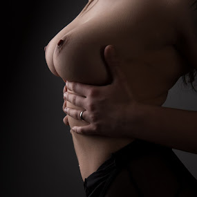 Hold on by Tom Fensterseifer - Nudes & Boudoir Artistic Nude ( bodypart, nude, topless, woman, boobs )