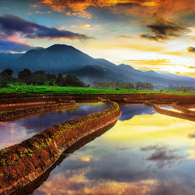 morning sunrise by Rahmad Himawan - Landscapes Mountains & Hills ( reflection, sunset, sunshine, sunrise, landscape,  )