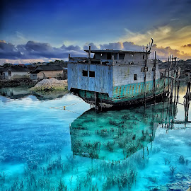 An old ship... by Ina Herliana Koswara - Transportation Boats ( water, port, parking, old, ship, wakatobi )