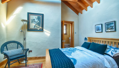 The Lighthouse Apartment is within five minutes walking distance from The Old Church