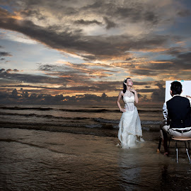 Prewedding outdoor photoshoot at Sunset/ by Eddy Watt - Wedding Bride & Groom ( wedding photography, sunset lover, prewedding, sunset, bride and groom )