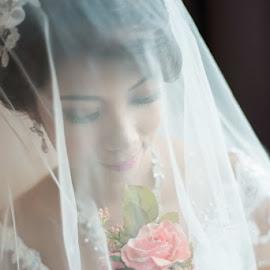 Lovely Bride by Yusdianto Wibowo - Wedding Bride ( weddingday, wedding, beautiful, bride, flower,  )