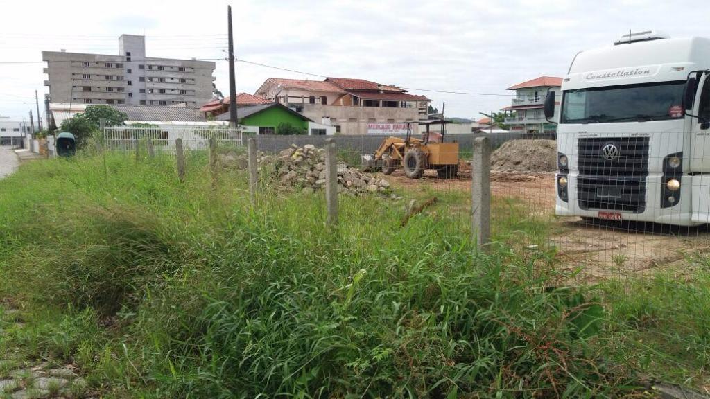 Venda de um terreno urbano no Bairro Perequê