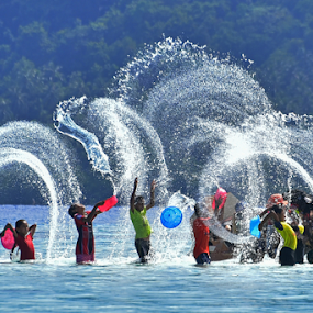 Playing by Pak Lang - People Street & Candids ( water, playing, happy, sea, children, wet,  )