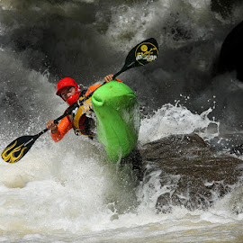 Jaguari river by Ricardo Q. T. Rodrigues - Sports & Fitness Other Sports ( water, splash, sports, kayak, river )