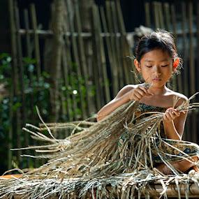 Prepare Plaiting Materials by I Gede Lila Kantiana - Babies & Children Children Candids ( indonesia, children )