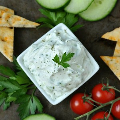 Thick and Creamy Restaurant-Style Tzatziki Dip