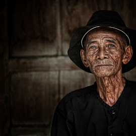 simbatan people by Abhi Yasa - People Portraits of Men ( indonesia, old man, men, people, portrait )