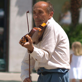 The Violinist.  by Dan Justes - People Street & Candids