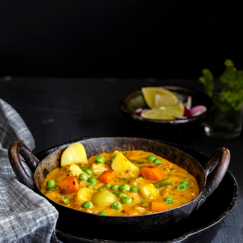 MIXED VEGETABLE KASHMIRI KORMA