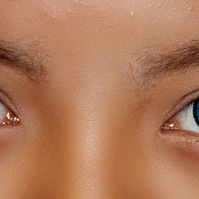 blue eyes by Opha Banyolman - People Body Parts
