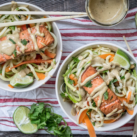 Thai Salmon and Spiralized Vegetable Salad