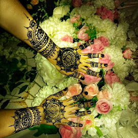 Mehndi by Sjamsul Rizal - Artistic Objects Clothing & Accessories