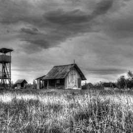 hunting cabine by Elvedin Himzic - Black & White Buildings & Architecture