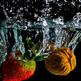 Mix by Adriano Freire - Food & Drink Fruits & Vegetables ( agua, splash, noz, morango, mix )