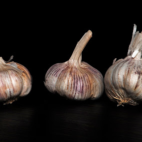 3 Garlic up by Cristobal Garciaferro Rubio - Food & Drink Ingredients ( 3, garlic, ajo, texture, food, garlc up, ingredient )