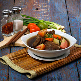 BEEF RIB SOUP indonesian  by Sesar Arief - Food & Drink Meats & Cheeses ( iga, indonesia, beef, sesararief, soup, dapurency )