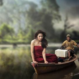 naik perahu by Doeh Namaku - People Street & Candids