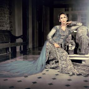 Syarefah by Ai Khouw - People Fine Art ( fashion, indonesia, beautiful, artistic, fine art, lady, java, kebaya, beauty, modelling, women, classic )