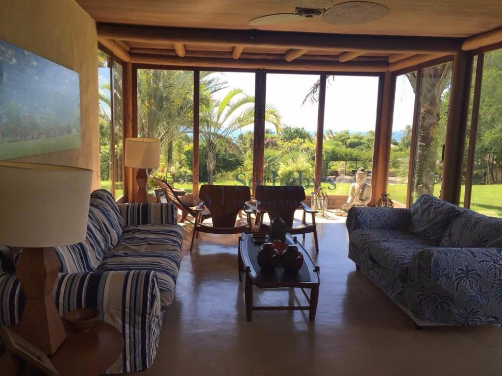 Casa em meio a natureza exuberante e com vista para o mar