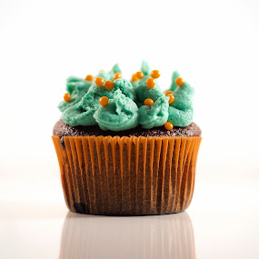 Halloween cupcake by Diana Grigore - Food & Drink Candy & Dessert ( studio, plated, reflection, cupcake, desert, single, fun, cute, halloween, bubblegum, chocolate, sweet, light )