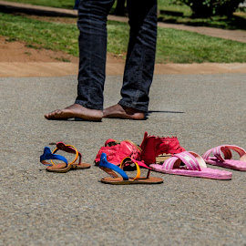 shoes are being overrated by Barbara Springer - People Body Parts ( on street, candid, sandals, no shoes, barefoot )