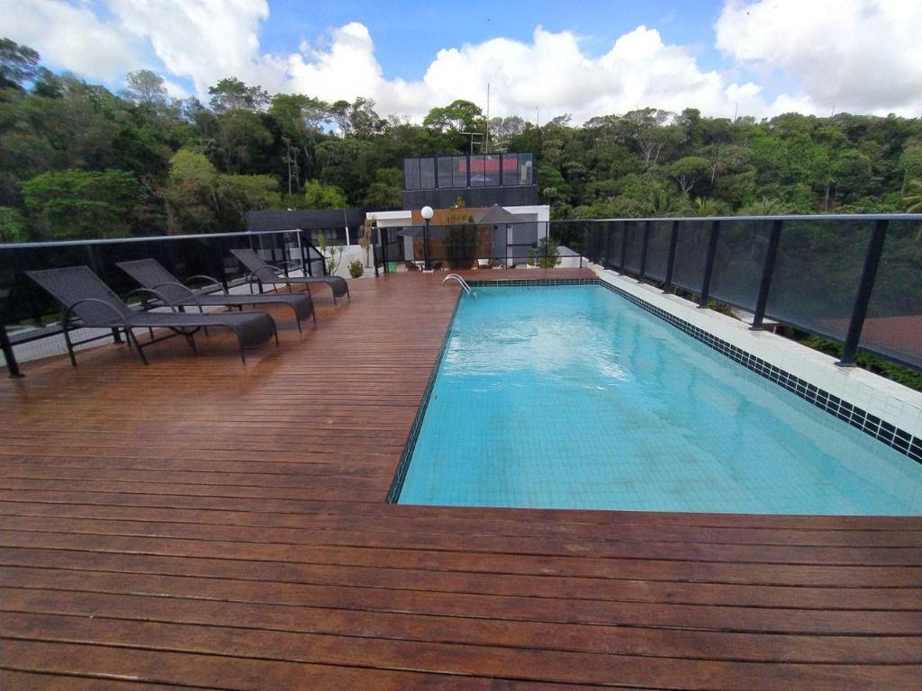 Flat de frente para o mar no Cabo Branco, com área privativa com vista para o mar, cozinha, banheiro. Prédio com estrutura de lazer.