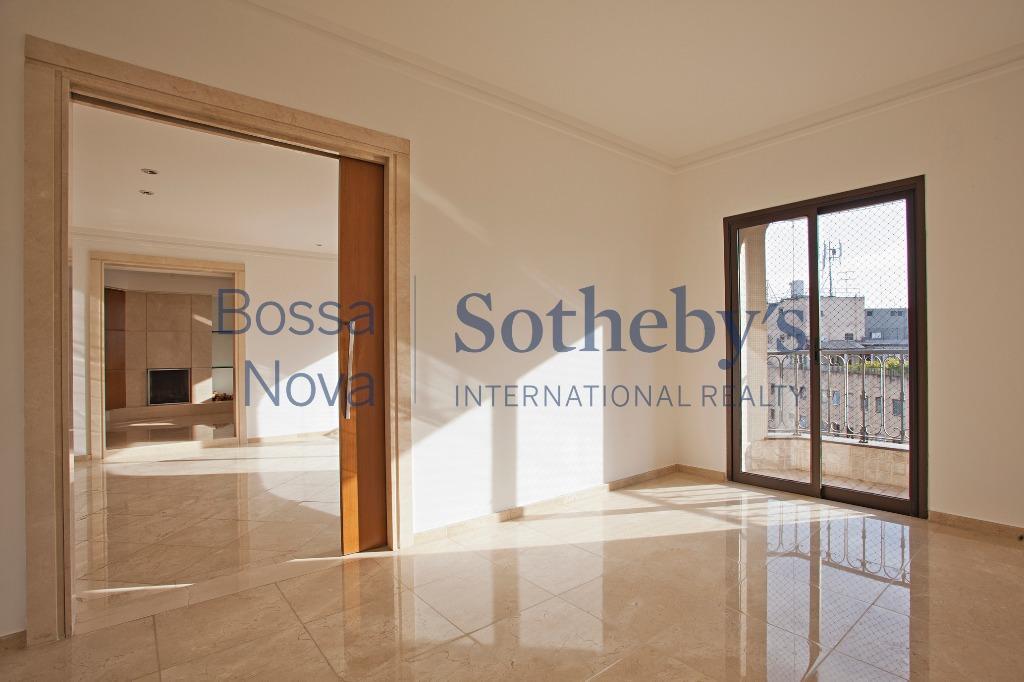 Apartamento amplo e claro em andar alto