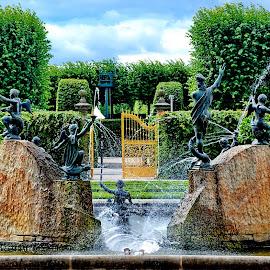 Hannover - goldenes Tor - Herrenhäuser Gärten by Elke Krone - Landscapes Travel