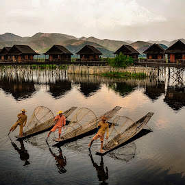 Inle lake 2 by Nguyen Thanh Cong - Landscapes Waterscapes ( myanmar, congdolce@gmail.com, nguyen thanh cong, waterscape, vietnamese, vietnam, landscape )