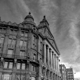 Corner by Bela Paszti - Black & White Buildings & Architecture ( hungary, eu, building, budapest, b&w, corner, trave, architecture, nikon )