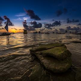 Nascer do sol em Porto de Galinhas by Ricardo Costa - Landscapes Sunsets & Sunrises ( jangada, brazil, porto de galinhas, sky, pernambuco, beach, sunrise,  )