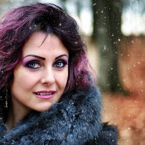Snow white de Romania by Alexandru Tache - People Portraits of Women ( love, reflection, time, edge, snow, lifestyle, artistic, fashion photography, snow white, photooftheday )