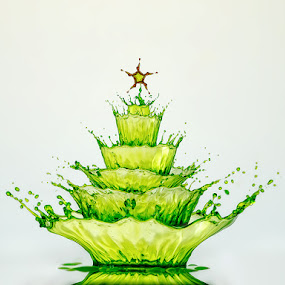 Splashy Xmas by Markus Reugels - Abstract Water Drops & Splashes ( markus reugels, water drop )