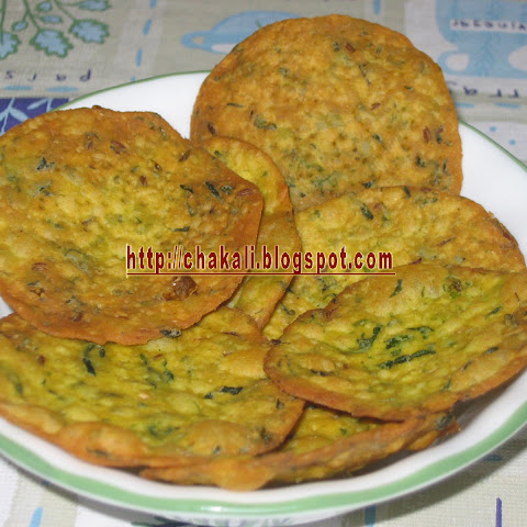 Palak Puri -Spinach crunchy snack