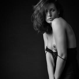 Flirty girl by John Einar Sandvand - Nudes & Boudoir Artistic Nude ( ewelll, krakow )
