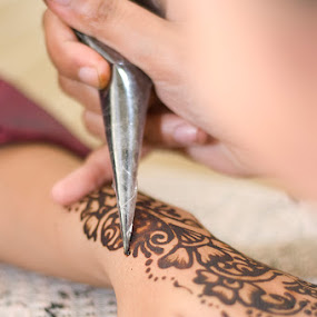 Henna by Yanuar Nurdiyanto - People Body Parts ( pwchands )