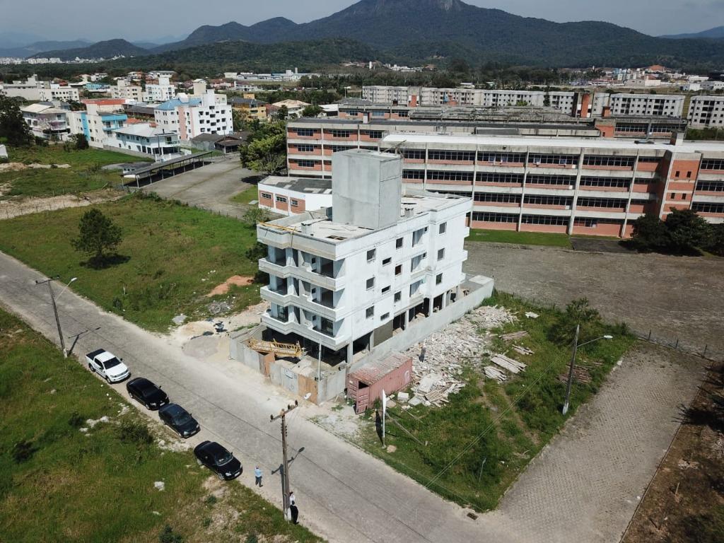 Apartamento com 2 dormitórios à venda, 59 m² por R$ 179.000 - Sertão do Maruim - São José/SC