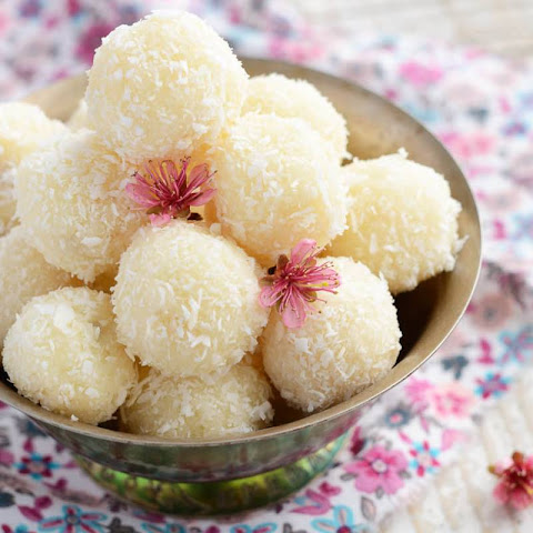 Kobbari Kudumulu Recipe (Indian Spiced Steamed Rice Balls)