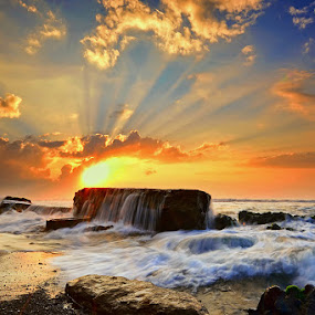 Manyar Sunrays II by Hendri Suhandi - Landscapes Sunsets & Sunrises ( bali, manyar, sunrise, beach )