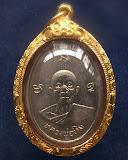 เหรียญหลวงปู่ทิม วัดละหารไร่ รุ่นผูกพัทธสีมา พ.ศ. 2517 พิมพ์นิยมยันต์ไม่แตก เลี่ยมทองยกซุ้ม+บัตร G-P
