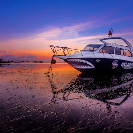 Everything needs a rest. by Ade Irgha - Transportation Boats