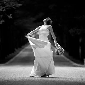BW Bride by Drew Noel - Wedding Bride ( drewnoelphotography.com )