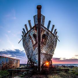 Abondoned ship. by Þórir Þórisson - Transportation Boats