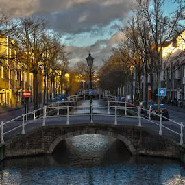Delft canal by Jorge Dumaresq - City,  Street & Park  Historic Districts ( canals, street, holand, netherlands, delft )