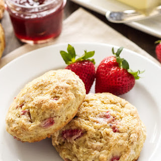 Strawberry Rhubarb Yogurt Scones