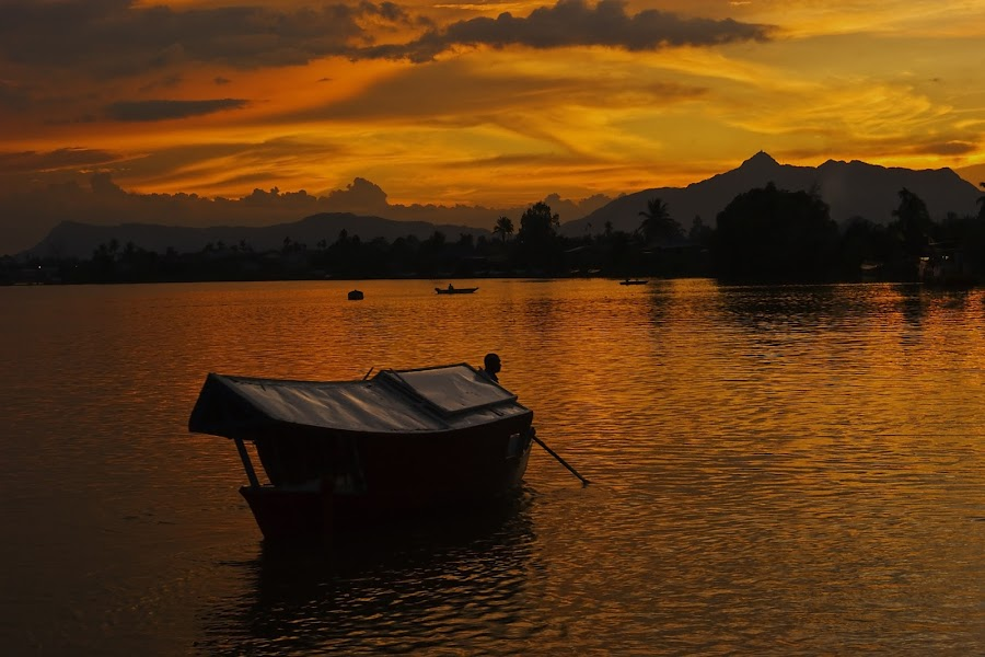 'Penambang'  by Frampton Panchong - Transportation Boats ( sony, sungai, sunset, kuching, a350, malaysia, boat, waterfront, sarawak, paddle )
