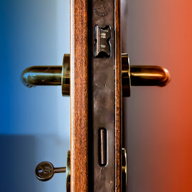 The Matrix by Roberto Di Patrizi - Novices Only Objects & Still Life ( red, handle, blue, rood, key,  )