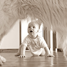 H&E by Gi Po - Babies & Children Children Candids ( blackandwhite, baby, dog, big )